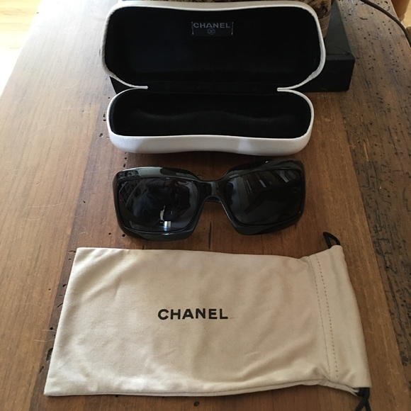60416a8237d26 CHANEL Accessories - Chanel Jackie O style 😎sunglasses  AUTHENTIC